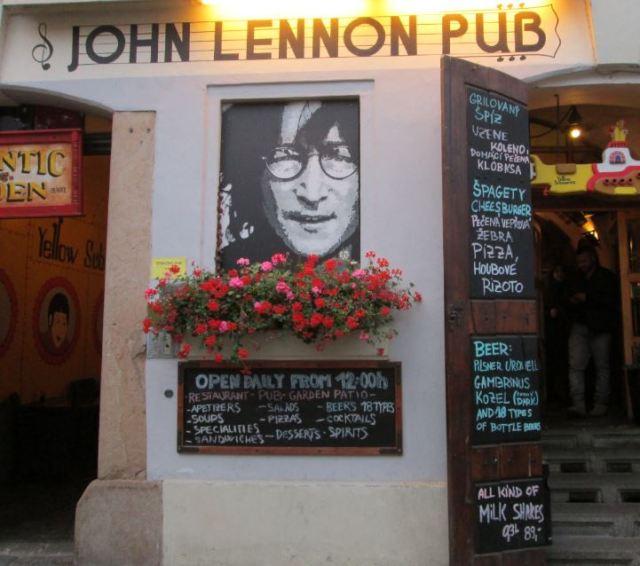 john-lennon-pub-small
